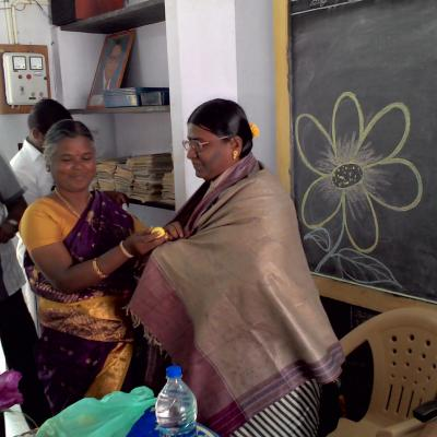 Tmt Thilagavathi Apeo Tn Govt Being Felicitated By Hm Of The School